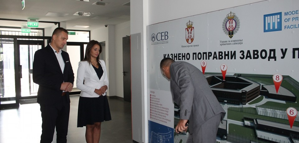 Justice ministers of Serbia and Bosnia and Herzegovina visit the newly-constructed prison in Pančevo